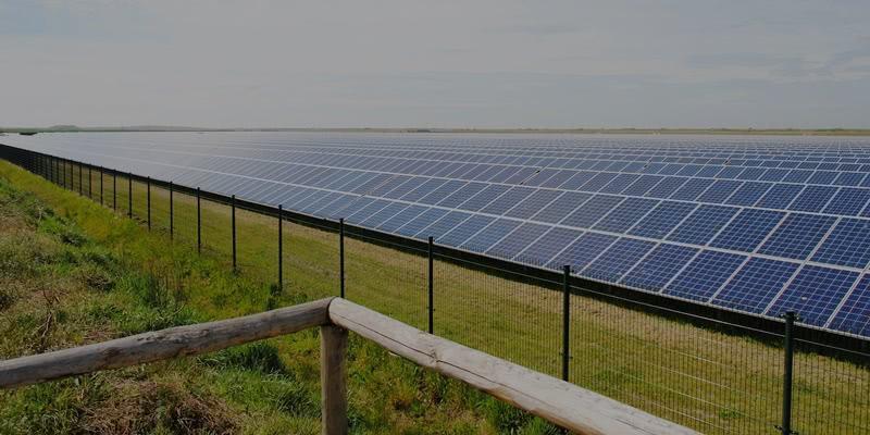 vệ sinh pin mặt trời là cách để tăng hiệu suất, giảm bụi bẩn